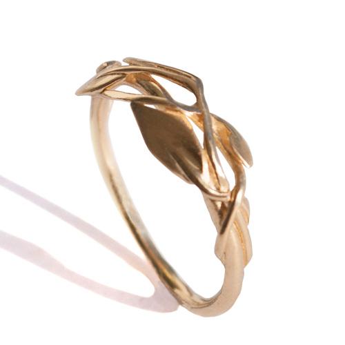 טבעת זהב קלועה עלים