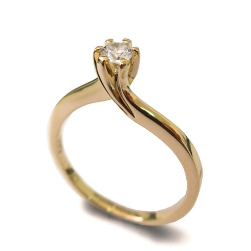 טבעת משובצת יהלום לכלה