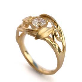 טבעת אירוסין מעוטרת לכלה