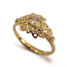 טבעת משובצת יהלומים עדינים