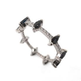 טבעת עדינה משובצת יהלום שחור