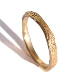 טבעת עדינה ייחודית לגבר