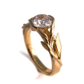 טבעת זהב משובצת יהלום
