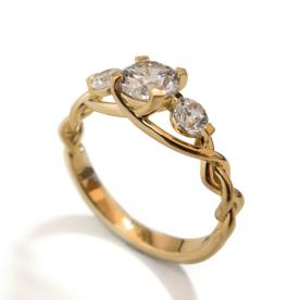 טבעת קלועה שלושה יהלומים