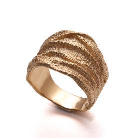 טבעת זהב עבה מחוספסת