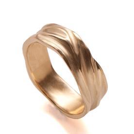 טבעת אירוסין זהב מעוטרת