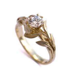 טבעת סוליטייר מעוטרת עלים