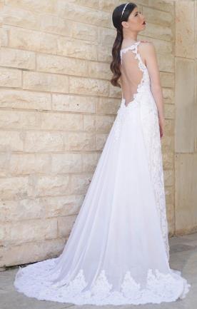 שמלת כלה נשפכת למראה רומנטי