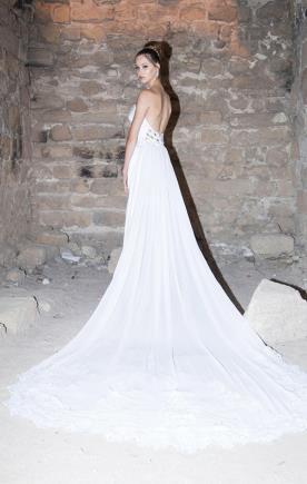 שמלת כלה סטרפלס עם שובל ארוך