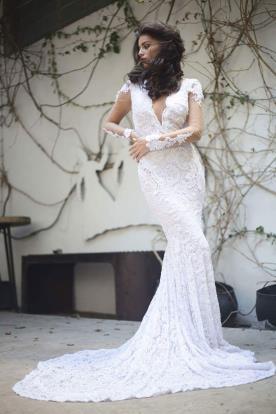 שמלת כלה מתחרה עם שרוולים