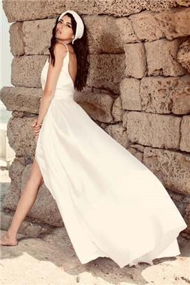 שמלת כלה: שמלה עם כתפיות דקות, שמלה בסגנון רומנטי, שמלה עם תחרה, שמלה עם גב חשוף, שמלה בצבע לבן - Wedding dresses  רחלי T&R
