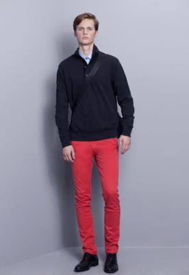 מכנס גזרה ישרה בצבע אדום
