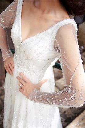 שמלת כלה עם שרוולים ואבנים