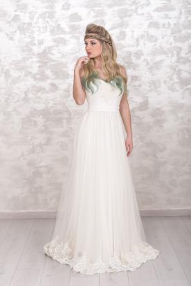 שמלת כלה נשפכת בסגנון סטרפלס