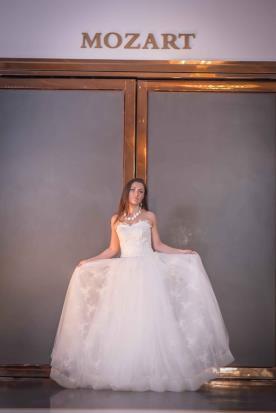 שמלת כלה תחרה בסגנון נסיכתי