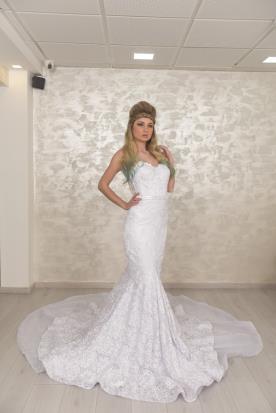 שמלת כלה מקסי עם מחשוף לב
