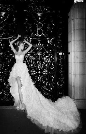 שמלת כלה מיני עם שובל