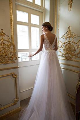 שמלת כלה רומנטית שובל טול