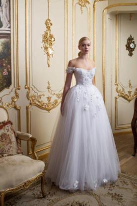 שמלת כלה רומנטית טול ופרחים