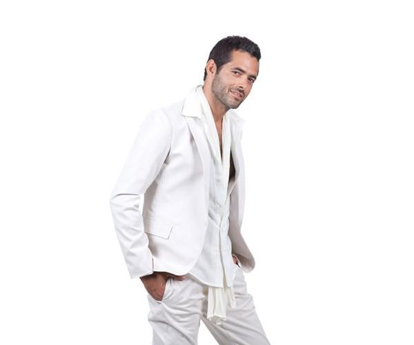 חליפת שני חלקים בצבע לבן