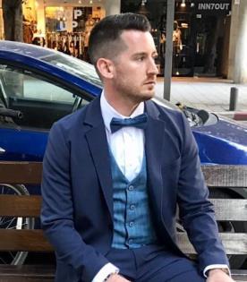 חליפת חתן כחולה בשלושה חלקים