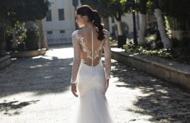 שמלת כלה גב תחרה מיוחדת ופנינים