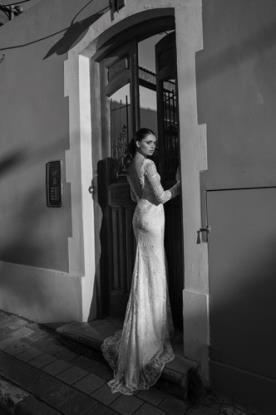 שמלת כלה גב פתוח ושובל מיוחד