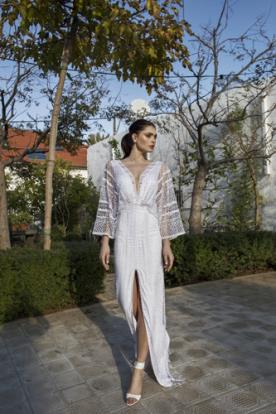 שמלת כלה שרוול ארוך ושסע קדמי