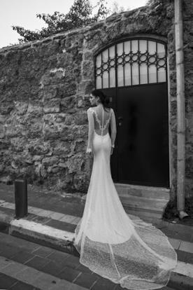 שמלת כלה צמודה גב תחרה מיוחדת