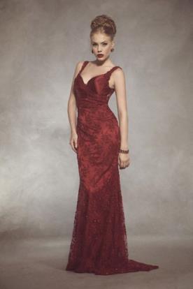 שמלת ערב אדומה תחרה ושובל