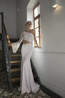שמלת כלה שרוול אחד אסימטרי