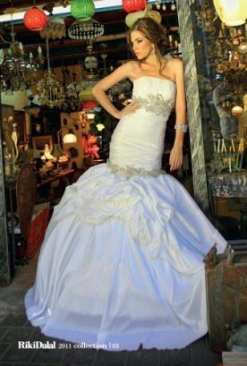 שמלת כלה קצפת סטרפלס וחרוזים