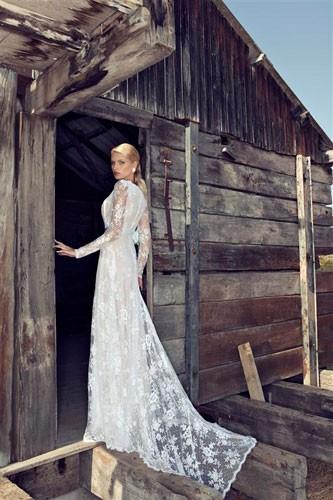 שמלת כלה תחרה צנועה עם שובל