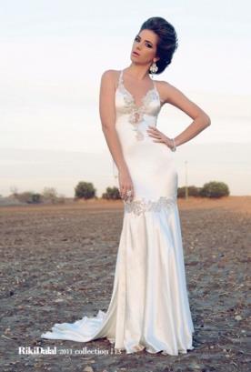 שמלת כלה מחשוף עמוק נשפכת