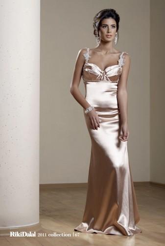 שמלת ערב מחשוף לב וכתפיות