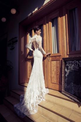 שמלת כלה כיווצים בתחרה ושובל