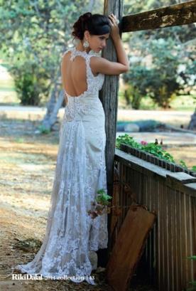 שמלת כלה תחרה  גב פתוח ושובל