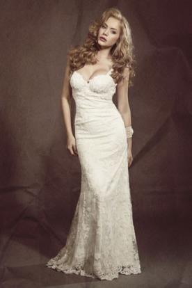 שמלת כלה מחשוף עמוק תחרה