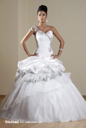 שמלת כלה שרוול אחד קצפת