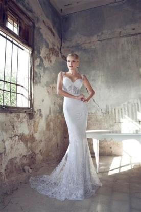 שמלת כלה צמודה עם חגורה