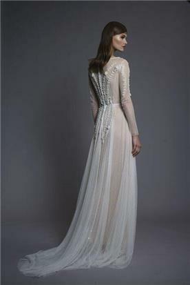 שמלת כלה עם שרוולים - מבט מאחור