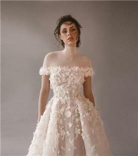 שמלת כלה עם כתפיים חשופות - תקריב