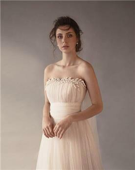 שמלת כלה סטרפלס - תקריב