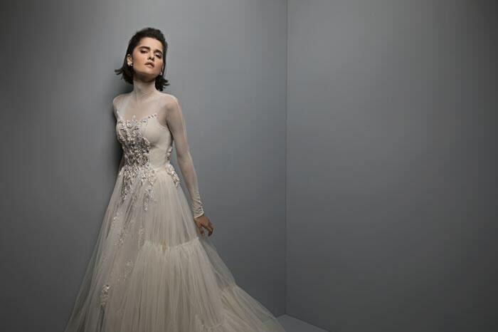 שמלת כלה מבד טול - מבט צדי