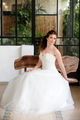 שמלת כלה סטרפלס נפוחה