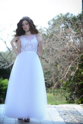 שמלת כלה עם תחרה רומנטית