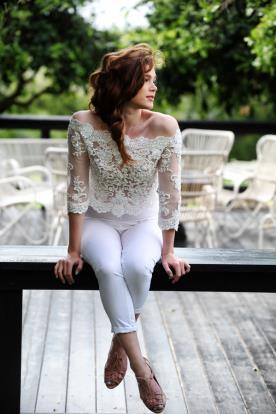 חליפת מכנסיים רומנטית לכלה