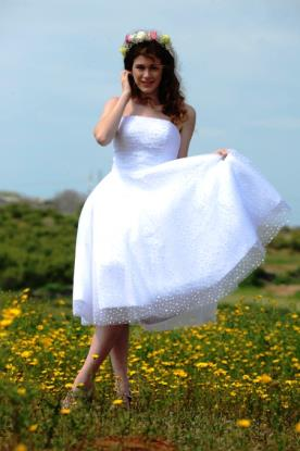שמלת כלה מידי סטרפלס מעוטרת