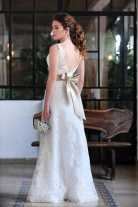 שמלת כלה עם פפיון מסאטן בגב
