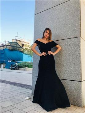 שמלה שחורה רחבה